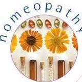 A homeopátia gyakorlata többféle lehet. Vannak akik a klasszikus módszerre esküsznek, miszerint meg kell találni azt az egy szert mely lefedi a beteg összes tünetét. A másik gyakori irányzat – mely a hazai könyvesboltokban kapható homeopátiás könyvek alapját is képezi –  a bevált indikációs vagy klinikai terápia, ami megengedi hogy azonos időben több homeopátiás szert is szedjen a beteg, a tünetek teljes lefedése érdekében....