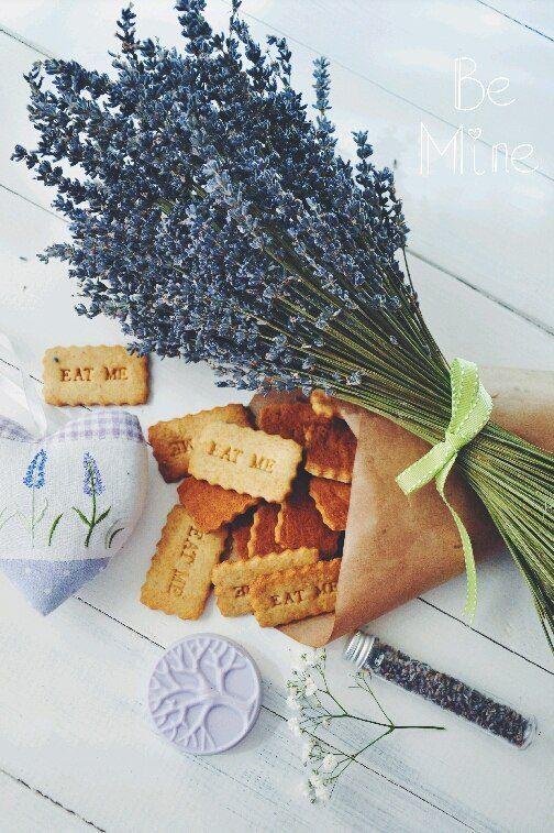 Букет из эко-лаванды 1300 р., лавандовое печенье 150 р., лавандовое мыло 250 р. и текстильное сердце для фотосессии 200 р.