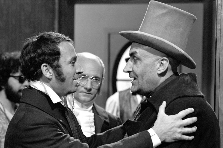 VIDOCQ est une série télévisée française en 13 épisodes de 25 minutes, en noir et blanc, créée par Georges Neveux (scénariste-dialoguiste) et Marcel Bluwal, réalisée par Marcel Bluwal et Claude Loursais et diffusée du 7 janvier au 1er avril 1967 sur la première chaîne de l'ORTF.......source INA.FR...............