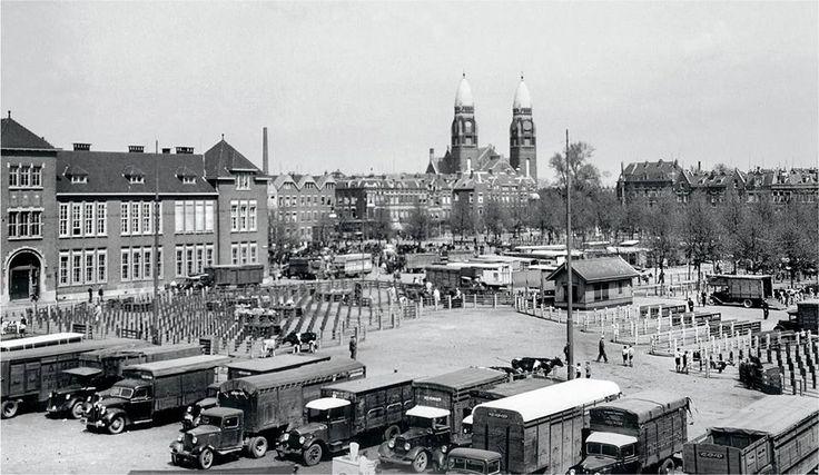 Veemarkt met op achtergrond Koninginnenkerk