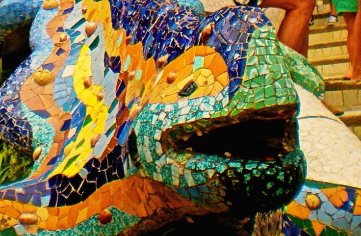 Parc Guell non è ciò che sembra. Misticismo e magia sono l'anima di questo parco unico al mondo.