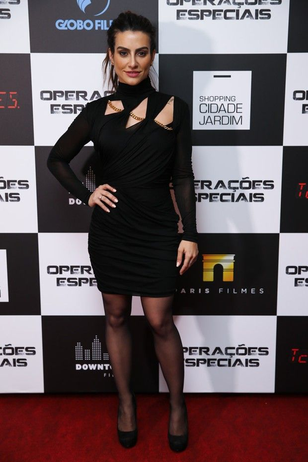 Cleo Pires aparece poderosa em pré-estreia de filme em São Paulo