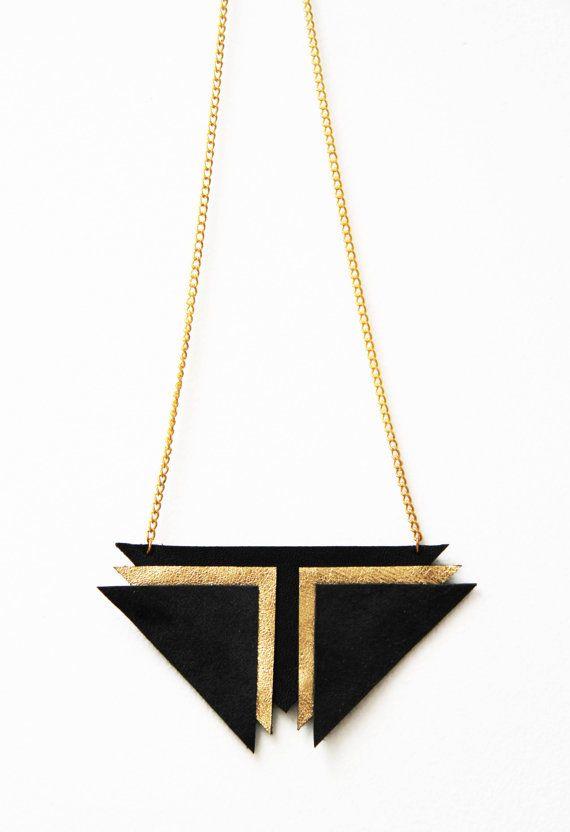 Collier triangles noir et doré