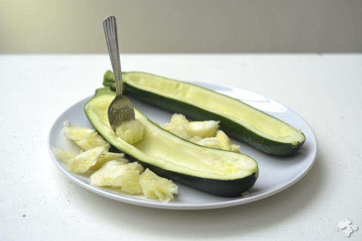 Gevulde courgette is een leuke manier om een scheepslading groente bij kinderen naar binnen te varen. Hol de courgette uit en vul 'm met zo'n beetje alles wat je maar lekker vindt [...]