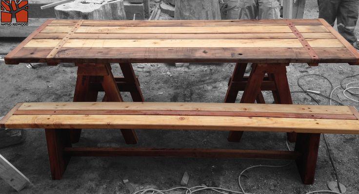 Nativo Redwood. Banca con asientos de tablas de roble rústico con base de maderos de una pieza con travesaño. Dimensiones: 0.35x2.00