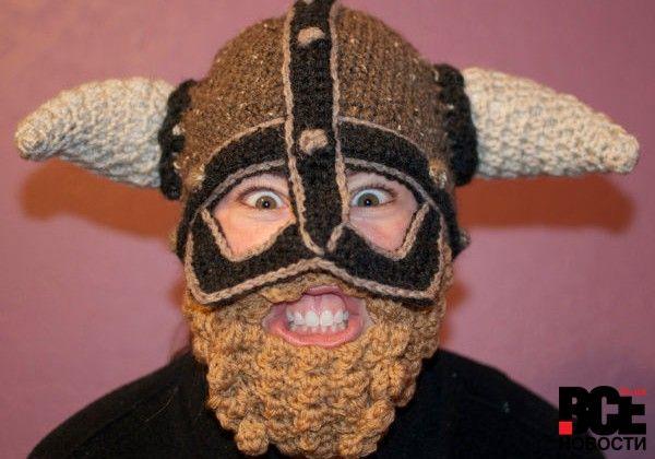 В Европе вошли в моду шапки с усами и бородой (фото) | Все Новости