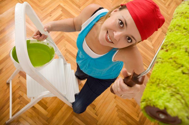 Ob tapezieren, streichen, Boden verlegen oder den Umzug planen: In unserem Umzugsratgeber findest du alles wichtig rund um den Umzug in die neue Wohnung.