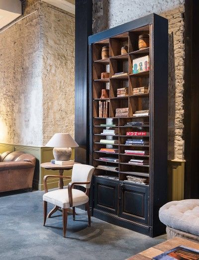 Hoge houten boekenkast op maat - How do you want it -Tall wooden book case - Custom made - #WoonTheater