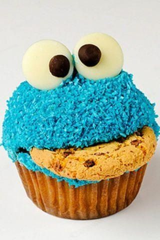 Cookie monster cupcake!  Reminds me of a birthday cake my Daddypaw made for my sister Erin one year :)  Sweet Memory