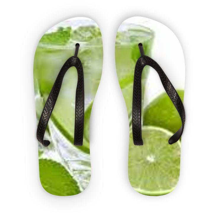 Vai in spiaggia con stile usando questi infradito progettati per il comfort, creeranno un fresco look estivo in un istante.
