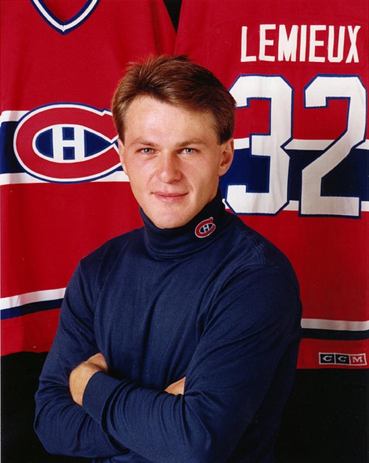 Claude Lemieux : Le Tricolore a mis la main sur l'attaquant originaire de Buckingham en le sélectionnant en deuxième ronde, le 26e joueur au total, lors du repêchage amateur de 1983. Après une exceptionnelle dernière saison dans la LHJMQ en 1984-1985 où il a récolté 124 points, dont 58 buts dans l'uniforme du Canadien Junior de Verdun, Lemieux a fait officiellement ses débuts professionnels l'année suivante avec les Canadiens de Sherbrooke dans la LAH.