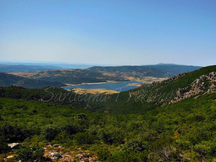 Vista sul Lago Lerno https://sardegnatrekking.wordpress.com/