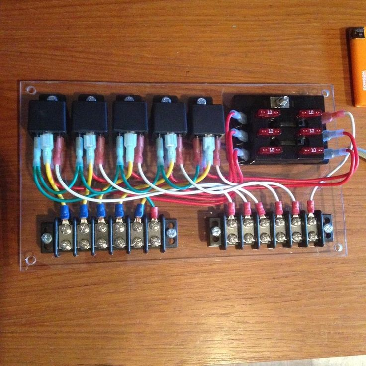 Homemade a relay panel for my Jeep: with marine electrical parts