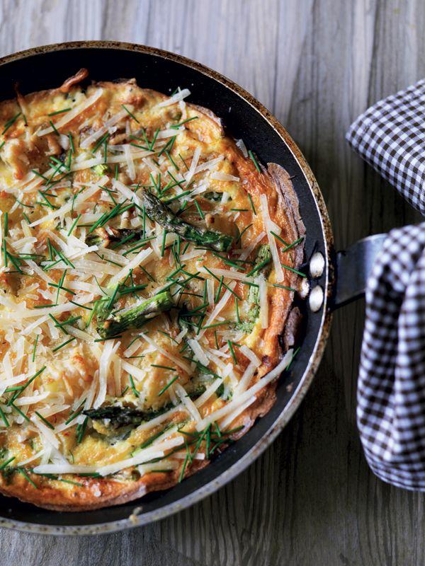 Fritata med grønne asparges og kartoffel