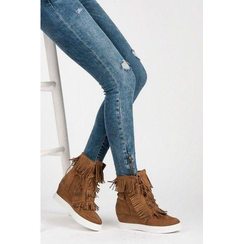 Dámské kotníkové boty Liomerty hnědé – hnědá Boty do chladného počasí, které zaručeně upoutají pozornost. Dámské boty na platformě a se skrytým klínkem vám přidají pár centimetrů a zároveň vám dopřejí naprosté pohodlí. Mladá značkaCOCO …