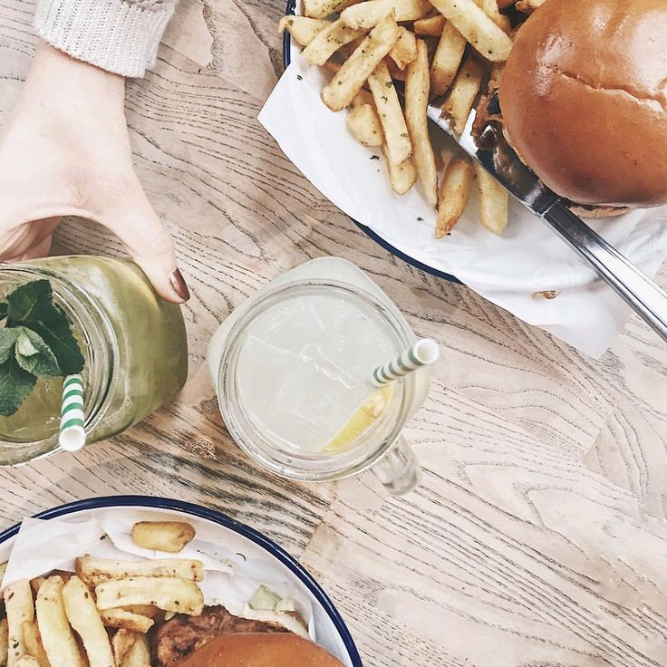 This kind of brunch. ✌️ #brunch #brunchtime #burger #honestburger #weekend #enjoy #food #foodporn #london #londoner #flatlay…