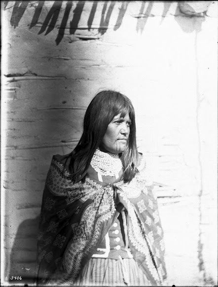mojave women Body art was also important and common among mojave men and women, who tattooed line and dot patterns on their faces  facts about the mojave indians.