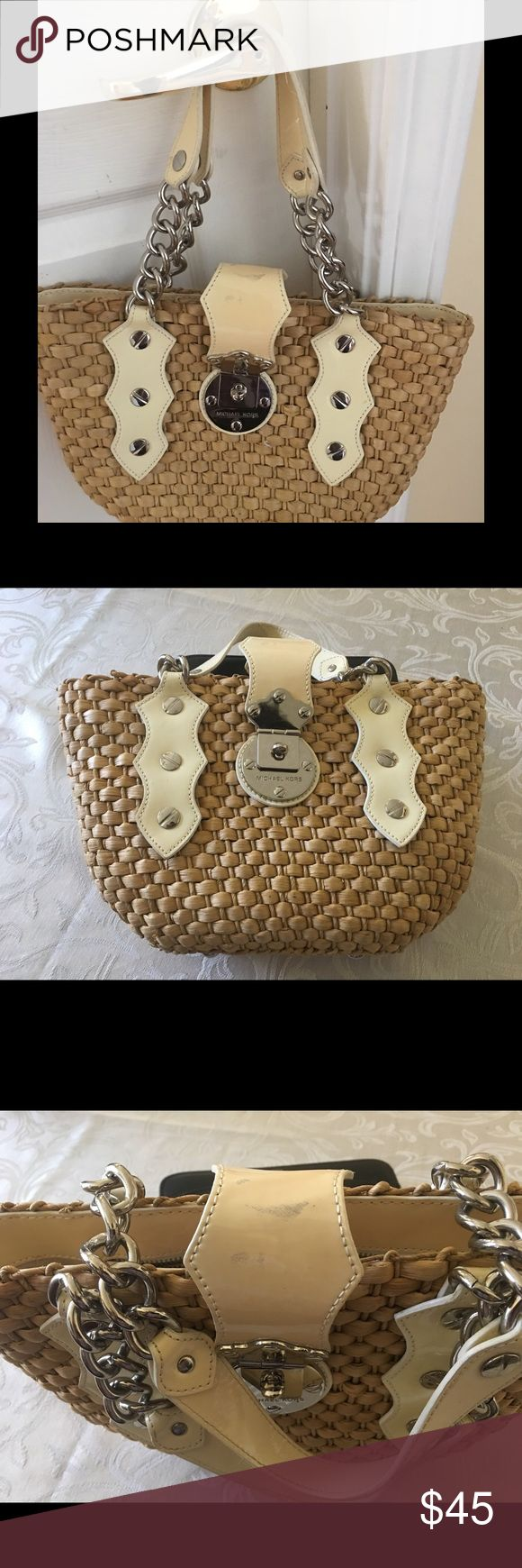 MICHAEL Kors Natural Straw Bucket Handbag Gorgeous Structured Summer Hand Bag! A Neutral Straw Base With Cream Handles And Silver Accents. It has a few mark on the flap. Otherwise a nice purse Michael Kors Bags Totes