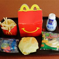 Kids' Fast Food Ads Are Promoting Toys Over Burgers http://www.everydayhealth.com/kids-health/kids-fast-food-ads-promote-toys-over-burgers-study-finds-7588.aspx