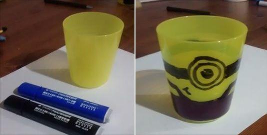 Bicchiere Minion  occorrente: Bicchiere giallo va bene quello IKEA, pennarelli indelebili nero e blu.  Seguire le linee: è semplicissimo realizzarlo