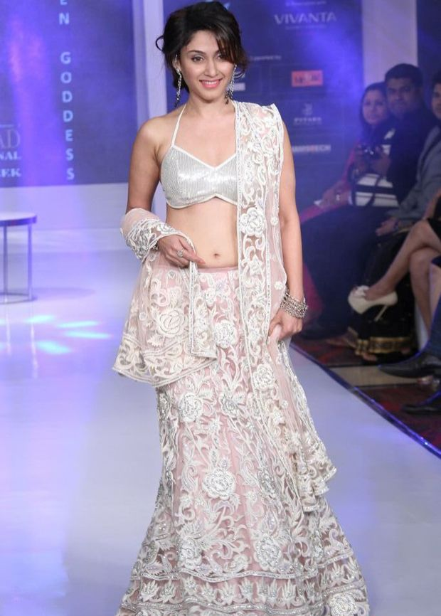 Manjari Phadnis Hyderabad Fashion Ramp Walk