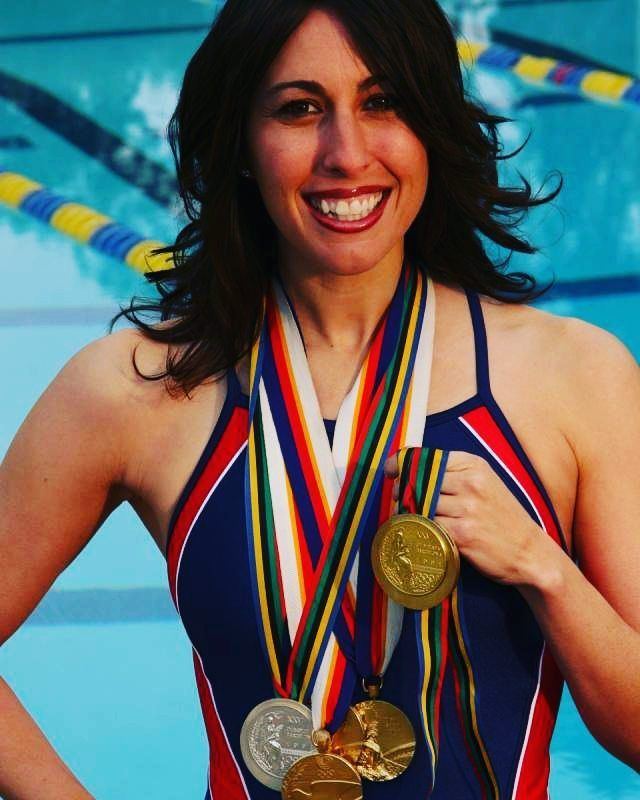 #JanetEvans is an American former competition #Swimmer who specialized in distance freestyle events. Evans was a world champion and world record holder, and won a total of 4 Gold Medals at the 1988 and 1992 Olympics, 17 Golds at World and Pan Pacific Champioships too 1987 to 1994.  #femaleathlete #sportswomen #womenpower #womeninspiration #womenmotivation #hottestathletes #womenathletes #olympians #worldchampions