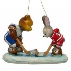3327 - Zajączek i miś - hokej na lodzie - Polskie bombki ręcznie malowane - sklep Komozja Family