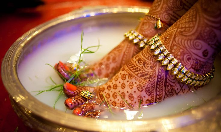 Made up of silver, it is a thick chain that is tied on the ankle and is adored with tiny bells that make enticing sound. #Wedding #Ritual #Weddingplz #Wedding #Bride #Groom #love #Fashion #IndianWedding #Beautiful #Style