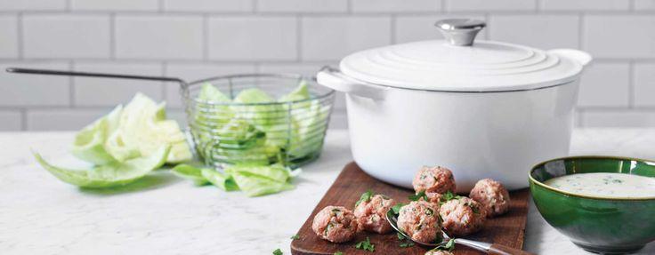 Persillestuet hodekål med urtekjøttboller og poteter | KIWI
