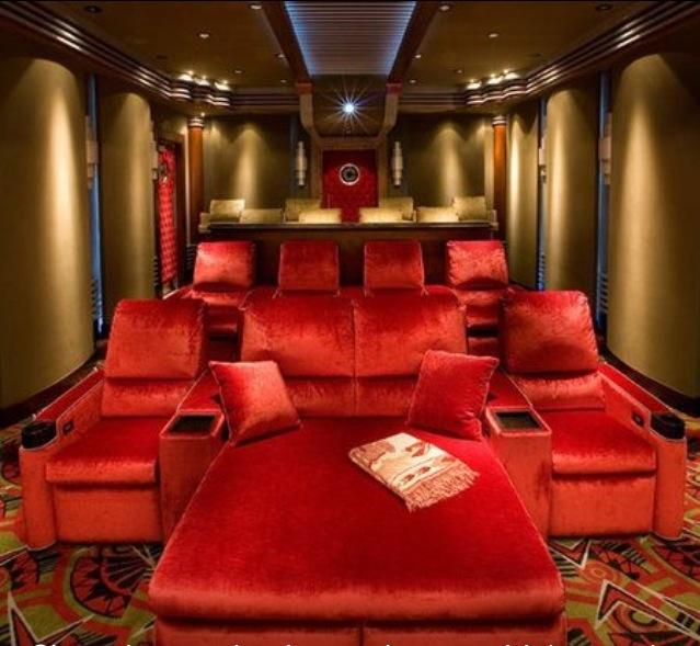 Home Theater Room Design: Ultimate Plush Home Movie Theatre