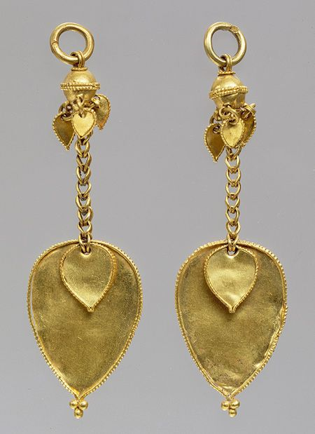 Pair of earrings, Three Kingdoms period, Gaya Federation (42–562), late 4th–early 5th century Korea Gold | Heilbrunn Timeline of Art History | The Metropolitan Museum of Art
