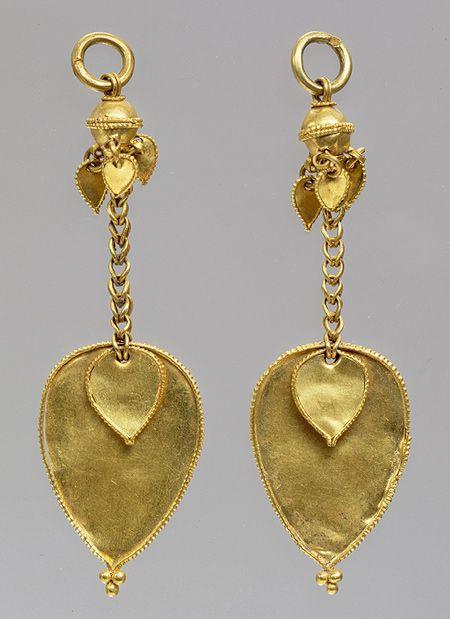 Pair of earrings, Three Kingdoms period, Gaya Federation (42–562), late 4th–early 5th century Korea Gold   Heilbrunn Timeline of Art History   The Metropolitan Museum of Art