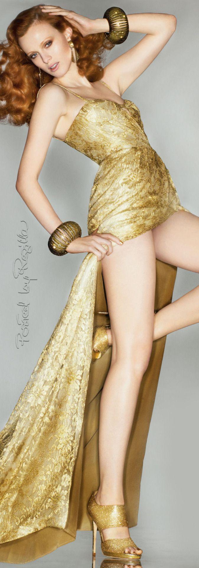 Regilla ⚜ Karen Elson wearing Burberry