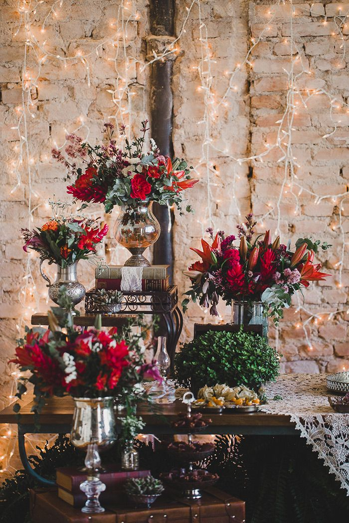 Casamento com decoração boho nas cores marsala e laranja e fio de lâmpadas para um clima boho. Casa-Quintal---Simone-Lobo-21
