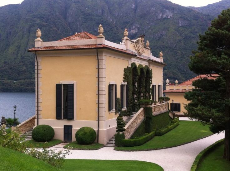 From the arcades of this villa you can admire a breath-taking view of Lake Como! this villa has become famous worldwide as here it was partially filmed 'Star Wars episode II' and 'Casino Royale'. It is also very popular as wedding location, so romantic!!!