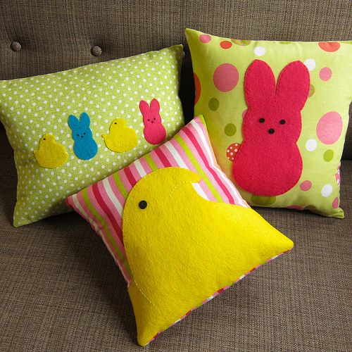 DIY Easter Peeps Pillows - for those without sewing skills - do it anyways on store & 38 best The Return of Felt Pillows images on Pinterest   Felt ... pillowsntoast.com