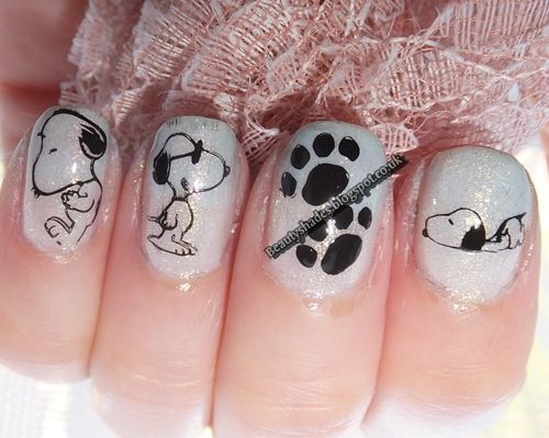 Snoopy Nail art Idea