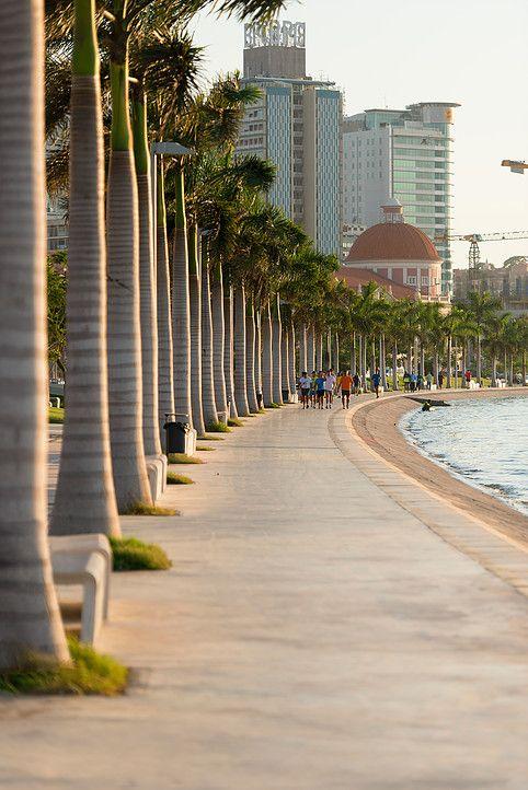 Bay of Luanda Waterfront, Luanda, Angola, 2010 - 2013 | © COSTALOPES / Manuel Correia