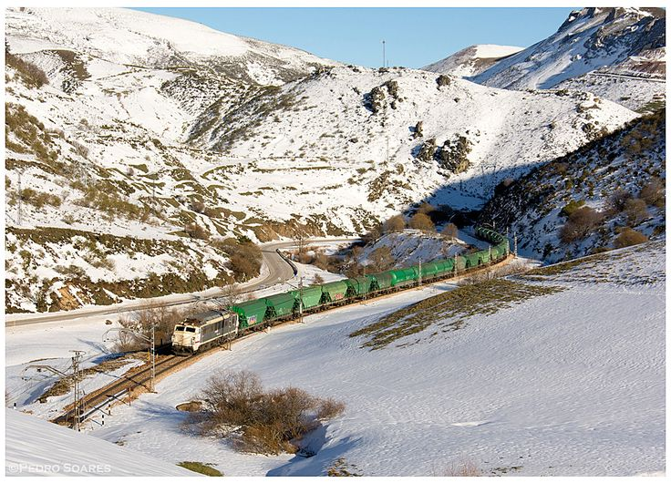 https://flic.kr/p/LAaRRF | Busdongo 20-02-16 | Locomotiva Eléctrica Série 251 chega a Busdongo.