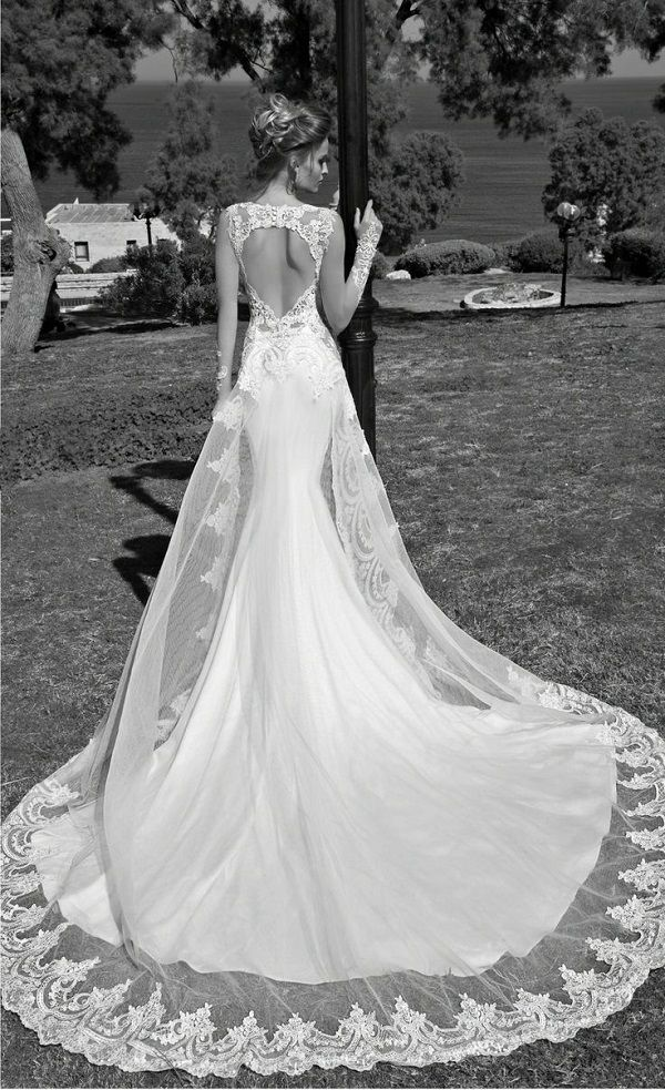 A delicate but dramatic lace train for a gorgeous gown. Dress // Galia Lahav