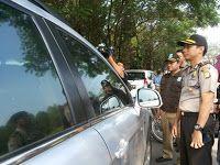 TANGERANG SELATAN,korantangsel.com- Dinas Kependudukan dan Catatan Sipil (Disdukcapil) Kota Tangerang Selatan (Tangsel) beserta Kepolisian Sektor Serpong, menggelar operasi yustisi yang ke empat. Sebanyak ribuan pengendara dan ratusan WNI, berhasil terkena razia yang digelar di kawasan Bumi Serpong Damai (BSD) ini.