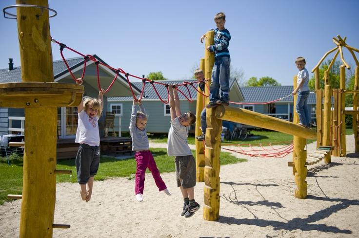 Klimmen en klauteren vinden kinderen leuk, maar wil je het uitdagender maken? kijk dan bij onze binnen speeltuin!