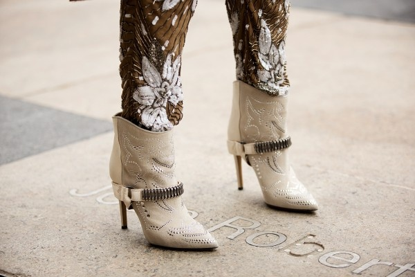 .Fashion Weeks, Shoes Stalk, Cowboy Boots, Street Style, New York Fashion, Heels Boots, Nyfw Blizzard, Nyc Street, Blizzard Editing