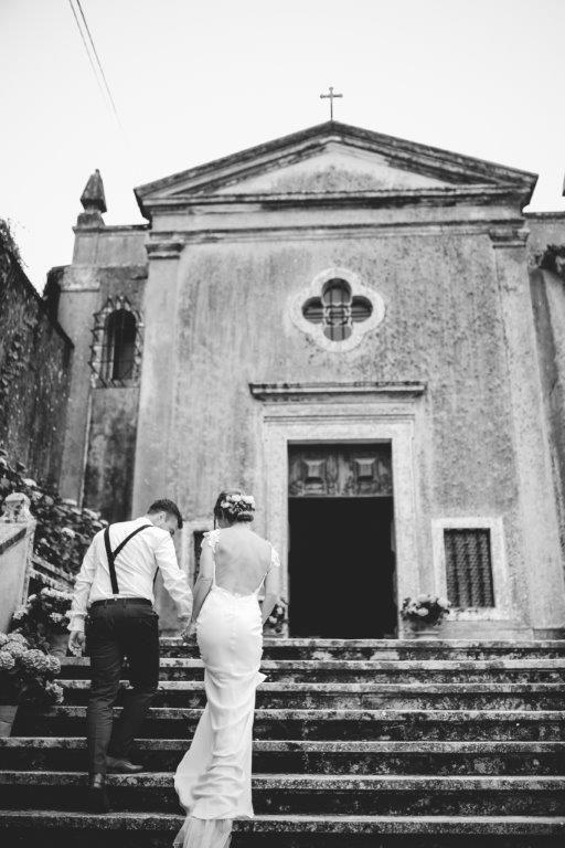 The beautiful chapel of The Quinta - www.myvintageweddingportugal..com | #weddinginportugal #vintageweddinginportugal #vintagewedding #portugalwedding #myvintageweddinginportugal #rusticwedding #rusticweddinginportugal #thequinta #weddinginsintra