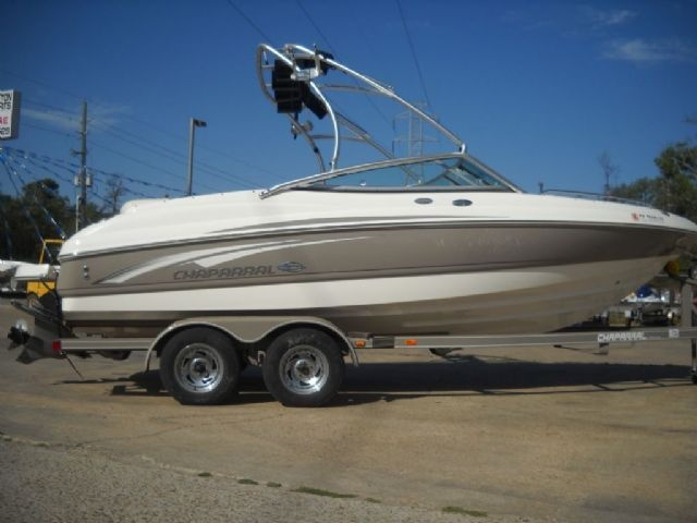 20 feet  2007 Chaparral 210 SSi Ski and Wakeboard Boat , White, 150 miles for sale in Humble, TX
