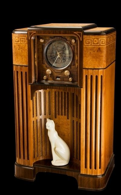 Art Deco radio, the most beautiful thing i've ever seen