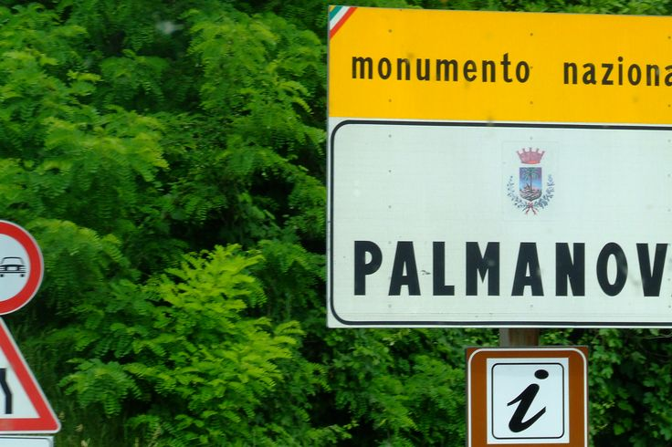 I have not got many photos of signs from Italy and even most of them are taken through the bus's window are absolutely bad in quality. But still, they are good memories and I feel quite encouraged to go back to Palmanova and get this mistake fixed (Italy, 2009)