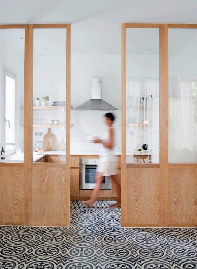 I like the see-through partition between the kitchen and the lounge, esp. for smaller homes.