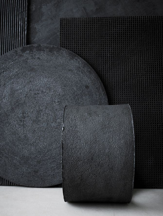 Artwork by Anna Lerinder (abstract ceramics, black and charcoal textures)