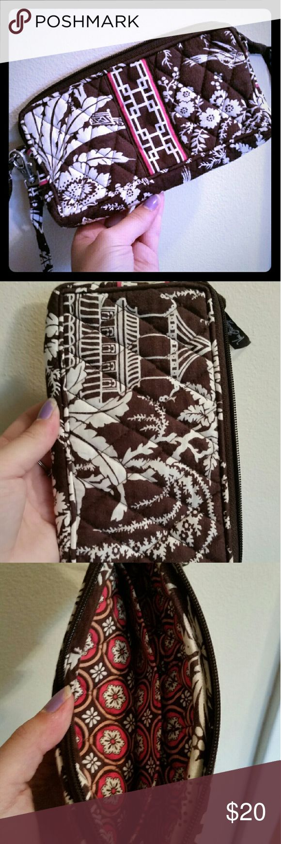 Vera Bradley Wristlet Perfect wristlet for holding cash, coins, ID's, cards, phone, whatever! Zipper shut, comes with clip on handle Vera Bradley Bags Clutches & Wristlets